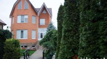 Продаётся современный трёхуровневый кирпичный дом