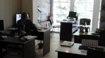 Сдам фасадный офис на Таирова с мебелью и техникой