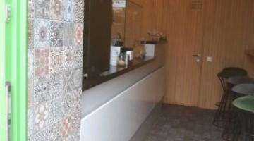 Сдам фасадное помещение в районе Нового рынка под кафе,шаурмичную,суши