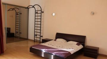 Продается двухкомнатная квартира на улице Белинского