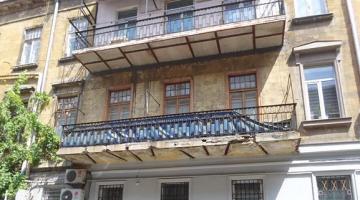 Четырехкомнатная квартира в центре города.