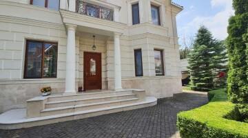 Предлагается к продаже дом на 13-ой ст.Большого Фонтана с бассейном